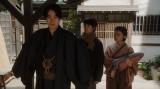 あることを言う一平(成田凌)=連続テレビ小説『おちょやん』第17週・第81回より (C)NHK