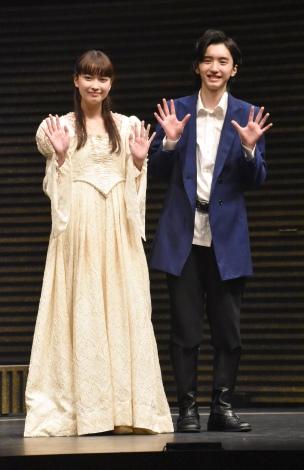 舞台『Romeo and Juliet -ロミオとジュリエット-』取材会に出席した(左から)茅島みずき、道枝駿佑 (C)ORICON NewS inc.