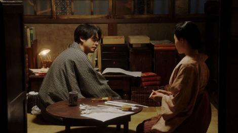 一平(成田凌)にある相談をする千代(杉咲花)=連続テレビ小説『おちょやん』第17週・第82回より (C)NHK