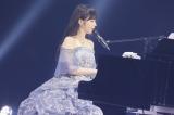 エア・ピアノ弾き語りを披露した高山一実=『乃木坂46 9th YEAR BIRTHDAY LIVE 〜1期生ライブ〜』