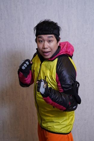 4月4日放送のフジテレビ系『逃走中』に出演する霜降り明星のせいや(C)フジテレビ