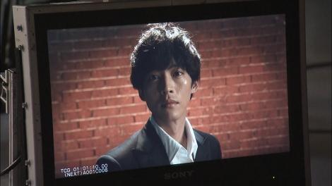 テレビ朝日『あのときキスしておけば』のティザーPRのメイキング動画が公開(左から)松坂桃李 (C)テレビ朝日