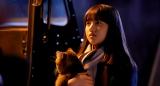 宗一郎にとってかけがえのない存在、璃子(清原果耶)と愛猫ピート(C)2021 映画「夏への扉」製作委員会