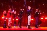 『Beyond LIVE - SHINee : SHINee WORLD』より(左から)オンユ、ミンホ、テミン、オンユ