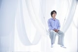 ブルボン『贅沢ルマンド』新作CM「贅沢な出会い」篇に出演する中村倫也