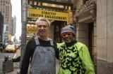 (左から)デイヴィッド・バーン、スパイク・リー監督=映画『アメリカン・ユートピア』(5月7 日公開)メイキングより (C)2020 PM AU FILM, LLC AND RIVER ROAD ENTERTAINMENT, LLC ALL RIGHTS RESERVED