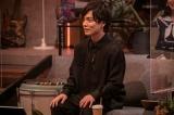 ストリーミング再生回数2億回超えのヒット曲「ドライフラワー」を披露した優里=NHK総合の音楽番組『シブヤノオト』4月3日の生放送より(C)NHK