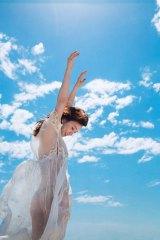 透けた布からは美ヒップが…大島優子の写真集『脱ぎやがれ!』誌面カット