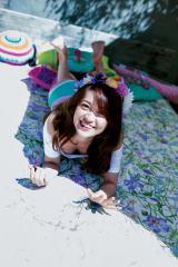 キュートな笑顔も=大島優子の写真集『脱ぎやがれ!』誌面カット