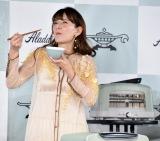 トースターで炊いたご飯を味わうスザンヌ=家電メーカー『アラジン』新商品発表会 (C)ORICON NewS inc.