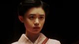 新えびす座で大山社長の話を聞く千代(杉咲花)=連続テレビ小説『おちょやん』第19週・第91回より (C)NHK