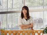 撮影所でベテラン俳優陣と和気あいあいと話す有村架純(C)2021「映画 バイプレイヤーズ」製作委員会