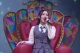 総選挙で悲願の1位を獲得したときの女王シートに座って登場した松井珠理奈(C)2021 Zest,Inc. / AEI