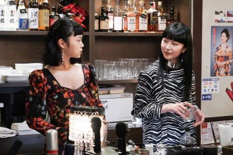 『コントが始まる』第1話に出演する古川琴音、松田ゆう姫 (C)日本テレビ