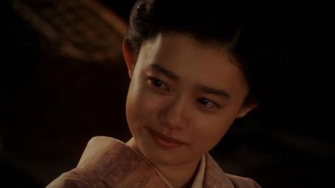 一平と話しをする千代(杉咲花)=連続テレビ小説『おちょやん』第19週・第92回より (C)NHK