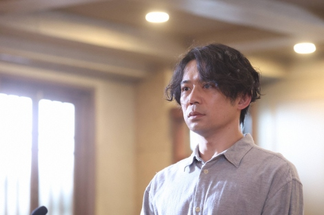 『イチケイのカラス』にゲスト出演する岡田義徳(C)フジテレビ