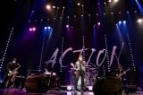 藤井フミヤ、全国ツアー「ACTION」東京公演の模様