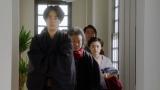 稽古場へ向かう一平(成田凌)たち=連続テレビ小説『おちょやん』第19週・第93回より (C)NHK