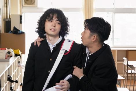 『コントが始まる』第1話に出演する菅田将暉、仲野太賀 (C)日本テレビ