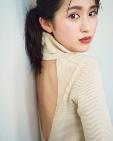 注目女優・福本莉子、ハタチ初グラビアは大ボリューム56P 透明感あふれる美肌披露 | ORICON NEWS