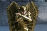 真の戦士だけが着ることを許されたゴールドアーマーを身にまとったワンダーウーマン