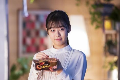 ロッテ『チョコを味わうパイの実<深みショコラ>』新TV-CM「パイの実 ショコラひとり占め篇」に登場する森七菜