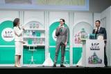 『レノア』ブランドの新ラインナップ「レノア超消臭1WEEK」の新製品&新CM発表会に登場した(左から)天海祐希、竜星涼