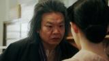 千代にあることを言う須賀廼家千之助(星田英利)=連続テレビ小説『おちょやん』第19週・第95回より (C)NHK