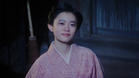 寛治からヨシヲの話を聞いた後、月を見る千代(杉咲花)=連続テレビ小説『おちょやん』第19週・第94回より (C)NHK