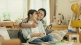 コカ・コーラ『ジョージア』の新TVCMに出演する広瀬アリスと山田孝之