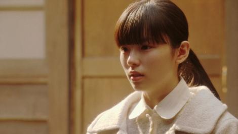 千代と話しをする朝日奈灯子(小西はる)=連続テレビ小説『おちょやん』第20週・第96回より  (C)NHK