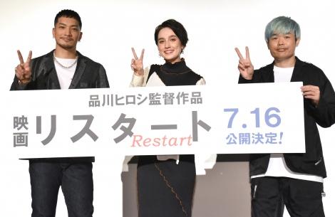 映画『リスタート』沖縄国際映画祭上映イベントに登壇した(左から)SWAY、EMILY、品川ヒロシ監督 (C)ORICON NewS inc.