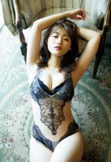 石田桃香、セクシー水着で大人に…