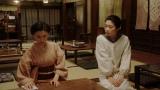 岡福でみつえ(東野絢香)と話しをする千代(杉咲花)=連続テレビ小説『おちょやん』第20週・第97回より (C)NHK