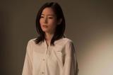 よるドラ『きれいのくに』第1回より。30代の恵理を演じる蓮佛美沙子 (C)NHK