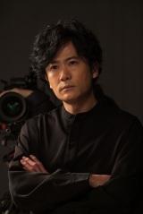 監督(稲垣吾郎) (C)NHK