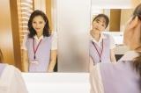 (左から)広瀬アリス、永野芽郁=映画『地獄の花園』メイキングカット(C)2021『地獄の花園』製作委員会