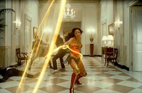 『ワンダーウーマン 1984』デジタル先行配信中、Blu-ray&DVD発売中 WONDER WOMAN and all related characters and elements are trademarks of and (C) DC. Wonder Woman 1984 (C) 2020 Warner Bros. Entertainment Inc. All rights reserved.