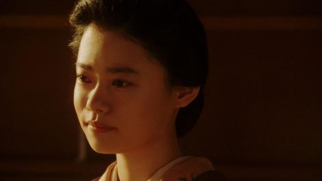 一平と話しをする千代(杉咲花)=連続テレビ小説『おちょやん』第20週・第99回より (C)NHK