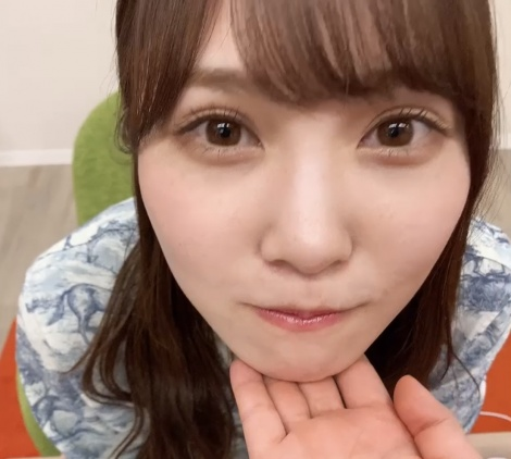 日向坂46・加藤史帆の「あごのせ動画」=『日向撮VOL.01』公式ツイッターより