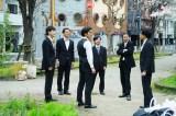 映画『くれなずめ』(4月29日公開)6人が公園に集まって、赤フンダンスを練習するシーン (C)2020「くれなずめ」製作委員会