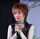 """68歳・小柳ルミ子""""ミニスカ歌唱""""で再出発 「去年、引退を決意」も… 桑田佳祐の言葉で翻意"""