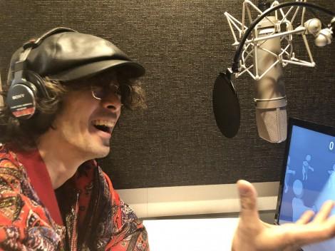 劇中アニメのキャラクター・とのさまんの声を担当する滝藤賢一(アフレコの模様)=ドラマ『コタローは1人暮らし』(4月24日スタート)