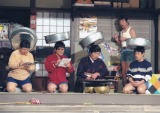 『ドリフ大爆笑』コント「母ちゃん」でのドリフメンバー (C)フジテレビ