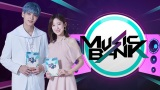 K-POP番組『ミュージックバンク』MCのスビン(TOMORROW X TOGETHER)とアリン(OH MY GIRL) Licensed by KBS Media Ltd. (C)KBS. All rights reserved
