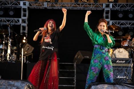 『NAONのYAON2021』に出演した(左から)寺田恵子、ファーストサマーウイカ
