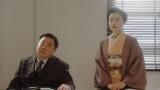 (左から)花車当郎(塚地武雅)、竹井千代(杉咲花)。 NHK大阪放送局・会議室にて。お互いに役の名前で呼ぶことを提案する千代=連続テレビ小説『おちょやん』第22週・第106回より (C)NHK
