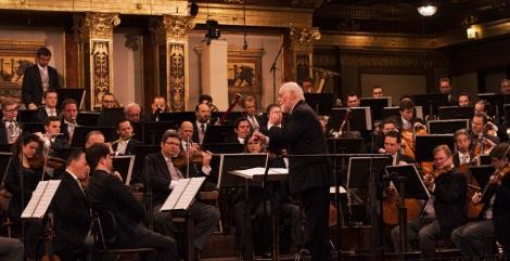 演奏写真)(C)Terry Linke=ジョン・ウィリアムズ=スター・ウォーズの日、5月4日にジョン・ウィリアムズ指揮ウィーン・フィルの『レベリオン・イズ・リボーン』演奏映像をYou Tubeでプレミア公開