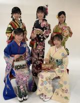STU48新成人メンバー(前列左から)兵頭葵、薮下楓(後列左から)鈴木彩夏、宗雪里香、渡辺菜月(C)STU