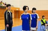 バドミントンのエリート選手を演じる平手友梨奈(中央)=『ドラゴン桜』第2話より (C)TBS